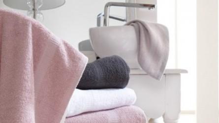 Linge de bain ▷ Serviettes, draps de bain, gants, tapis, peignoirs